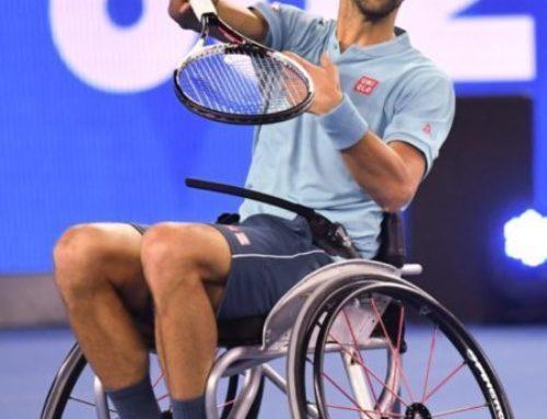 Djokovic Novak joue au tennis en fauteuil roulant | Australian Open 2017
